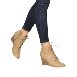 ShoeDazzle Ankle Wedges Lace Up Tan Boots