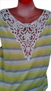 Jessica Simpson Stretchy Crochet Lace Short Sleeve Top Light yellow & grey