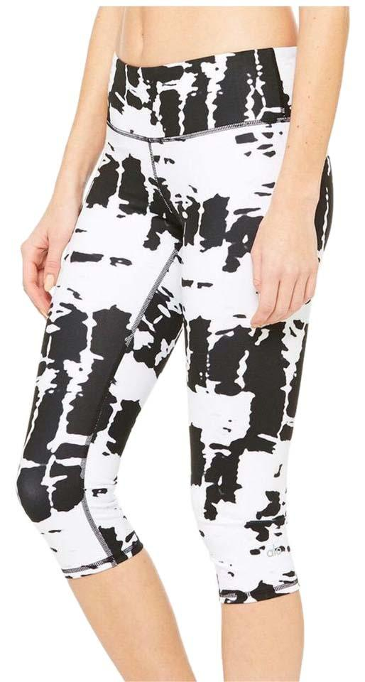 4b0c1bf7003667 Alo Black and White Airbrush Capri Leggings Size 0 (XS, 25) - Tradesy