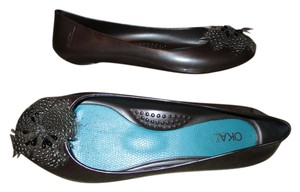 OKA b. Rubber Feather brown Flats