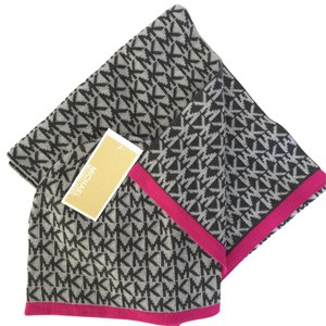 Michael Kors Michael Kors Signature Print Hat and Scarf Gift Set Pink Trim