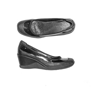Etienne Aigner Textured Rubber Leather Patent Leather Casual Black Pumps