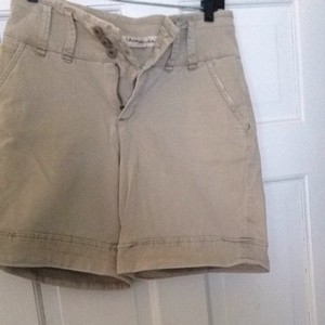Christopher Blue Shorts Beige. Khaki