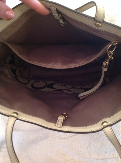 Coach Tote in Brown and cream Image 2