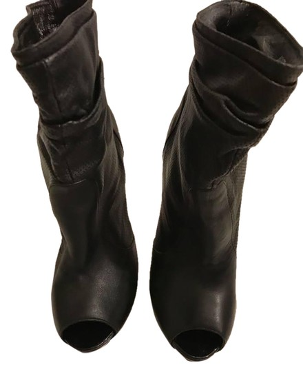Preload https://img-static.tradesy.com/item/20852950/black-bootsbooties-size-us-6-regular-m-b-0-1-540-540.jpg