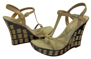 Two Lips Design On Size 9.00 M Very Good Condition Neutral, Brown, Platforms