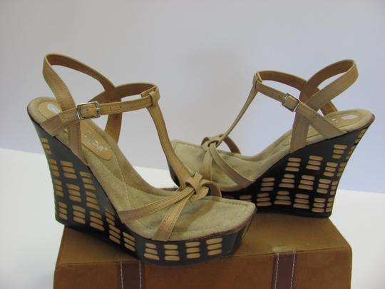 Two Lips Design Size 9.00 M Very Good Condition Neutral, Brown, Platforms Image 1