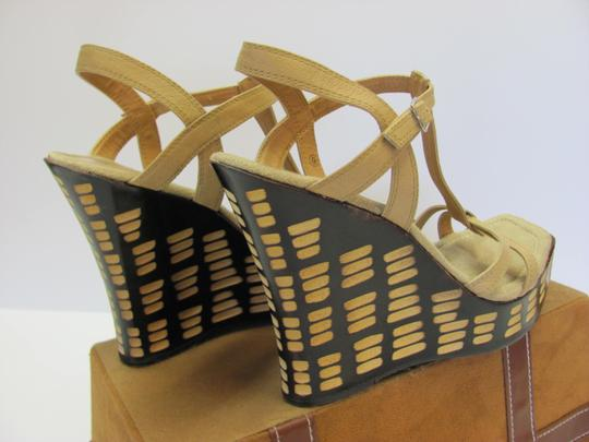 Two Lips Design Size 9.00 M Very Good Condition Neutral, Brown, Platforms Image 3