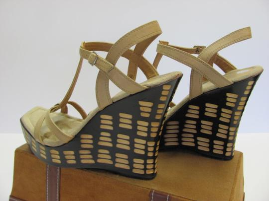 Two Lips Design Size 9.00 M Very Good Condition Neutral, Brown, Platforms Image 4