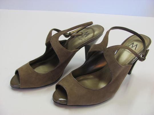 A. Marinelli Size 9.00 M Very Good Condition Light Brown, Sandals Image 2