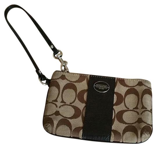 Preload https://img-static.tradesy.com/item/20853664/coach-brown-wristlet-wallet-0-1-540-540.jpg