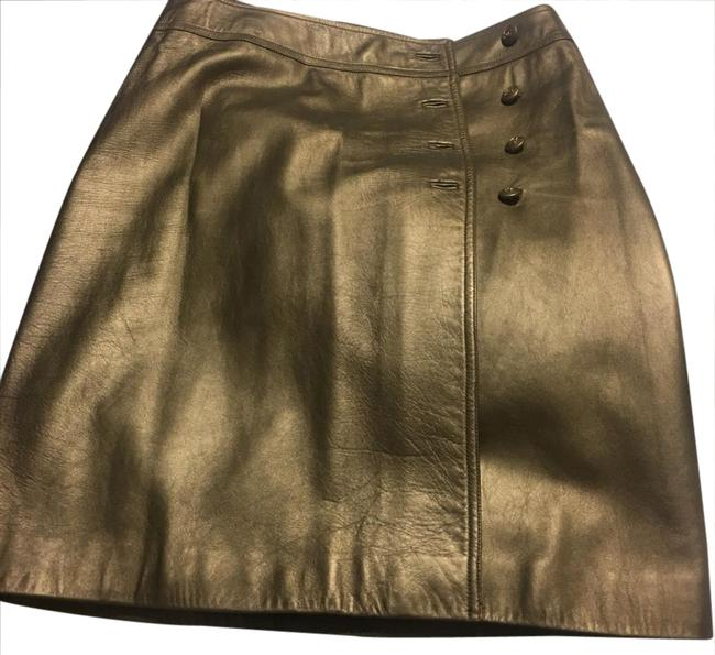 Preload https://img-static.tradesy.com/item/20854309/chanel-gold-or-bronze-skirt-size-10-m-31-0-1-650-650.jpg