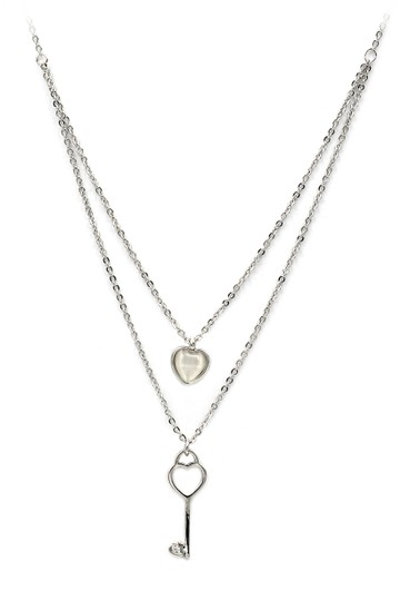 Preload https://img-static.tradesy.com/item/20854715/silver-duplexes-lovely-heart-key-necklace-0-0-540-540.jpg