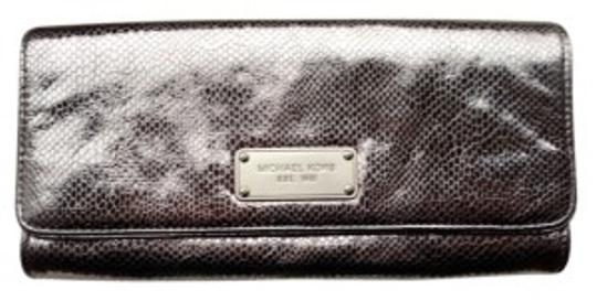 Preload https://item3.tradesy.com/images/michael-michael-kors-python-embossed-pewter-leather-clutch-20857-0-0.jpg?width=440&height=440