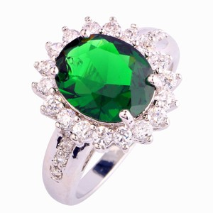 9.2.5 Gorgeous huge green emerald fashion cocktail ring size 8