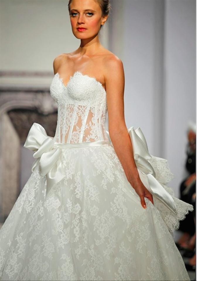 685228d271a Pnina Tornai Off-white Lace Sweetheart Neckline Ball Gown Style ...