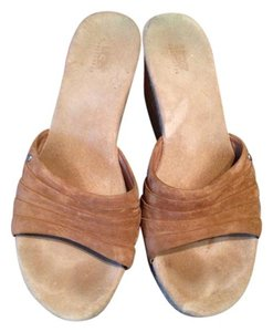 UGG Australia Camel Suede Brown Wedges