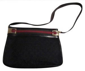 Gucci Bold Gold Gg Great For Everyday Dressy Or Casual Shoulder Bag