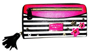 Betsey Johnson ZIP AROUND BLACK / BONE STRIPED / FUCHSIA TRIM WALLET