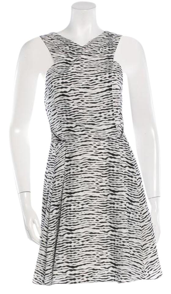 7394d767c38 Proenza Schouler Black   White Silk Sleeveless Mid-length Short ...