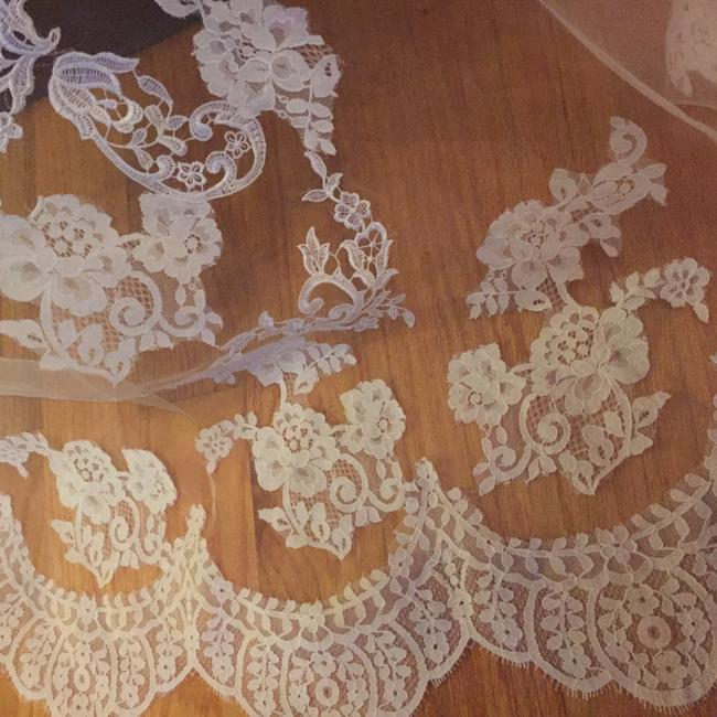Item - Long Lace Ivory 2t Lace Cathedral Bridal Veil