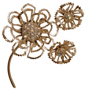 Sarah Coventry Allusion broach set
