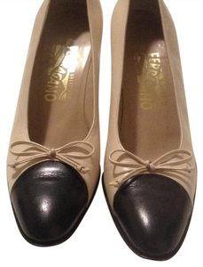 Salvatore Ferragamo cream & black Pumps