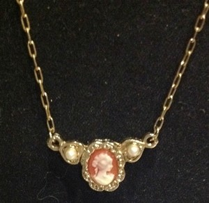 Other vintage cameo with pearls necklace 10k