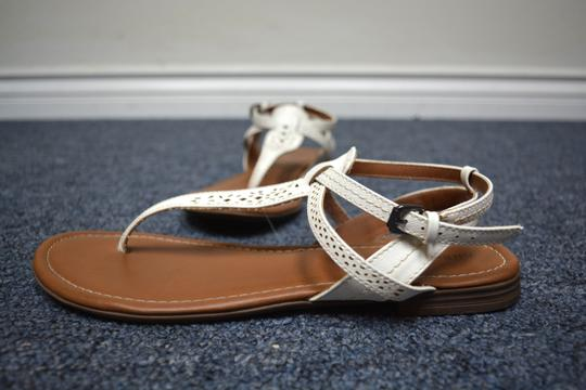 G.H. Bass & Co. T Strap Flats Leather White Sandals Image 10