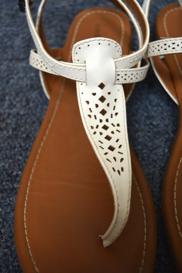 G.H. Bass & Co. T Strap Flats Leather White Sandals Image 2