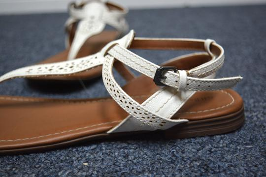 G.H. Bass & Co. T Strap Flats Leather White Sandals Image 5