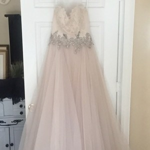 Vera Wang Vera Wang Sample Dress Wedding Dress