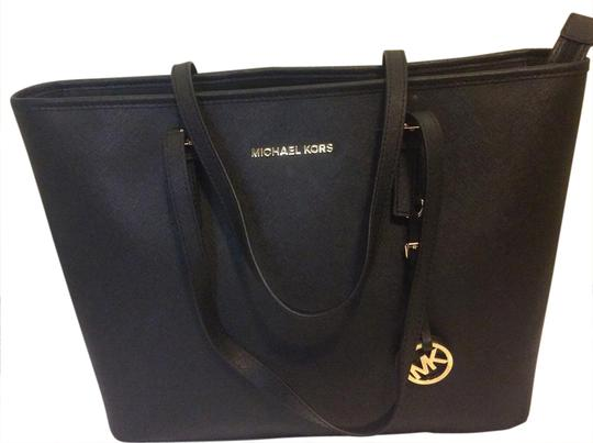 Preload https://img-static.tradesy.com/item/20872478/michael-kors-black-tote-0-1-540-540.jpg