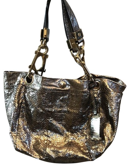 Preload https://img-static.tradesy.com/item/20872951/jimmy-choo-lohla-shiny-silver-pythonsnake-tote-0-5-540-540.jpg