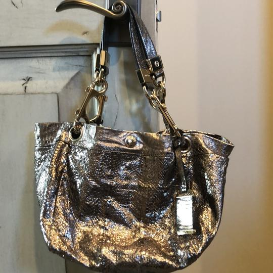 Jimmy Choo Tote in shiny silver Image 10
