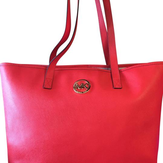 Preload https://img-static.tradesy.com/item/20873499/michael-kors-red-leather-tote-0-1-540-540.jpg