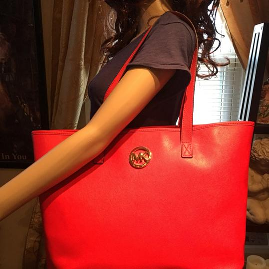 Michael Kors Tote in red Image 2
