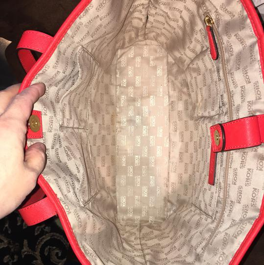 Michael Kors Tote in red Image 3