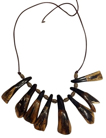 Preload https://img-static.tradesy.com/item/20873799/black-tooth-genuine-polished-cattle-necklace-0-1-540-540.jpg