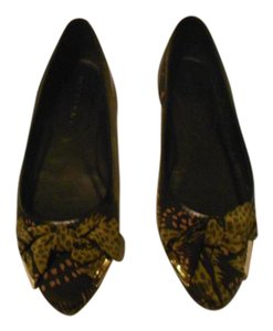 Burberry Elegant Design Wonderful Condition Made In Italy Chartreuse Yellow/Black Flats