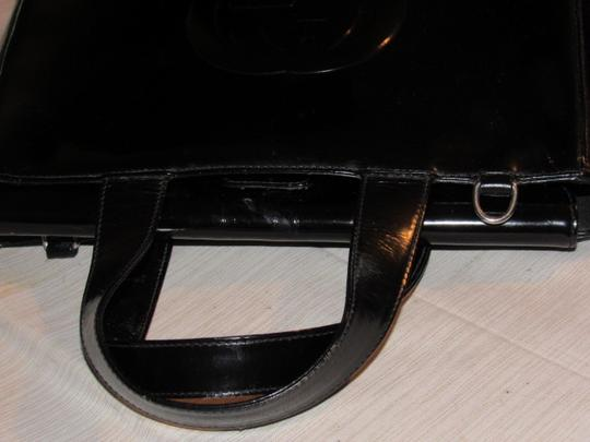 Gucci Large Embossed Gg Dressy Or Casual Excellent Vintage Two Way Style Soho/Blondie Look Satchel in black patent leather Image 3