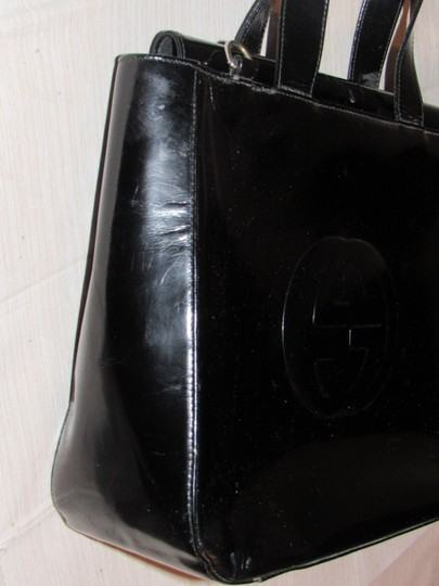 Gucci Large Embossed Gg Dressy Or Casual Excellent Vintage Two Way Style Soho/Blondie Look Satchel in black patent leather Image 4