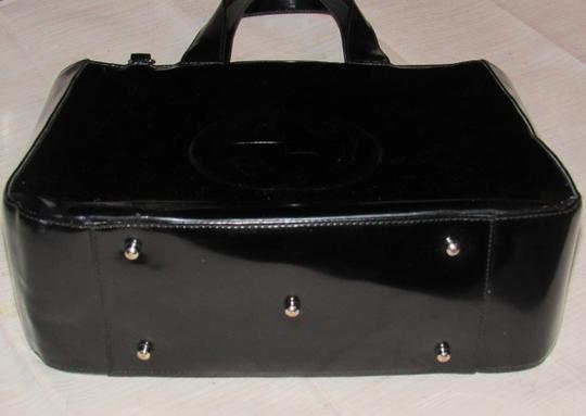 Gucci Large Embossed Gg Dressy Or Casual Excellent Vintage Two Way Style Soho/Blondie Look Satchel in black patent leather Image 10