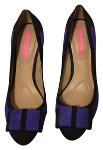 Isaac Mizrahi black and blue Pumps