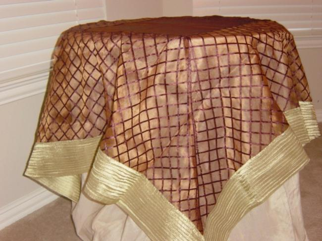 Item - Brown Table Topper and Gold Tablecloth