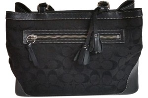 Coach Versatile Like New Perfect Size On Classic Satchel in Black