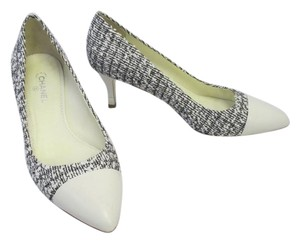 Chanel Tweed Cap Toe Black and white Pumps
