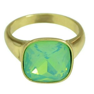 Other Gold ring with green stone
