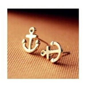 Other Tiny gold anchor studs
