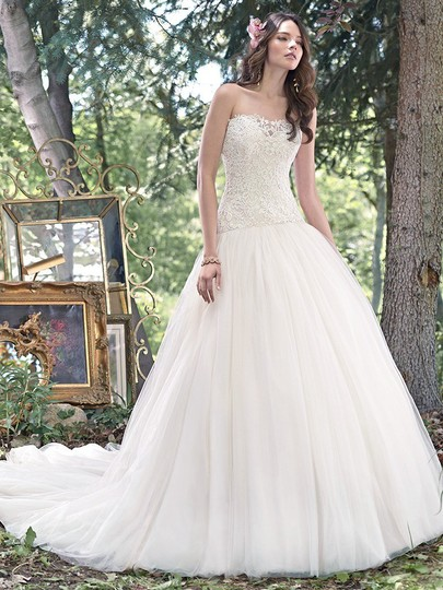 Preload https://item2.tradesy.com/images/maggie-sottero-ivory-lace-and-tulle-becca-wedding-dress-size-6-s-20884146-0-0.jpg?width=440&height=440